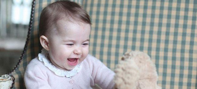 В сети появились фотографии малютки шарлотты — дочери принца уильяма