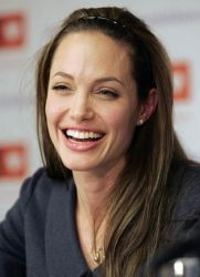Angelina Jolie fără machiaj