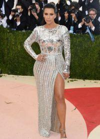 Kim Kardashian a participat la eveniment purtand o rochie cu o tăietură îndrăzneață