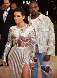 Kanye impresionat toata lumea, nu doar jacheta strălucitoare, dar ochii albaștri
