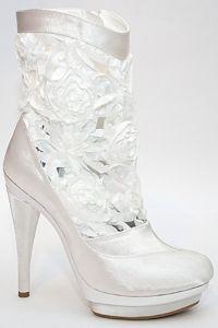 Белые свадебные сапоги 2