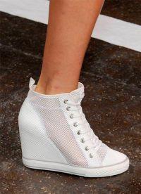 белые туфли на танкетке 9