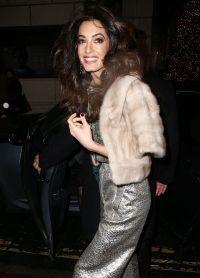 Клуни пришла на открытие нового бутика Шарлотты Тилбери в Лондоне