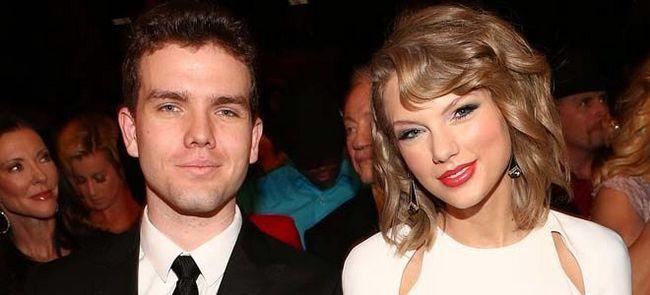 Taylor Swift cu fratele ei Austin la eveniment