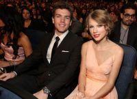 Taylor a participat de multe ori producții de teatru cu participarea fratelui