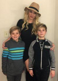 Двое сыновей Бритни, 10-летний Шон и 9-летний Джейден