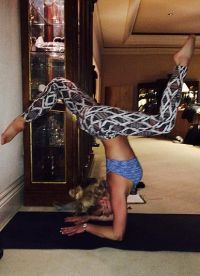 Спирс с каждым днем совершенствуется в йоге