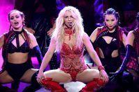 Бритни исполнила попурри из своих песен разных лет