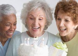 Что подарить женщине на 70 лет1