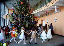 веселый танец на новый год в школе