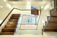 интерьер холла с лестницей 2