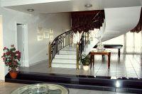интерьер холла с лестницей 3