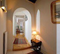 Дизайн коридора в частном доме7