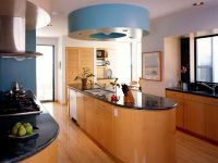 Проходная кухня в частном доме 1
