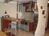 Проходная кухня в частном доме 2