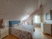 Дизайн мансарды в деревянном доме7