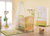 Дизайн спальни с детской кроваткой11