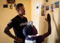 Футболист пообщался с ВИЧ-инфицированными родителями, которые благодаря помощи фонда смогли родить здоровых малышей