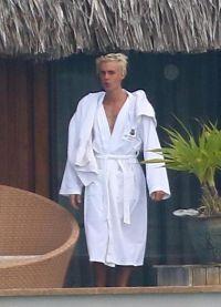 Джастин готов принимать солнечные ванны