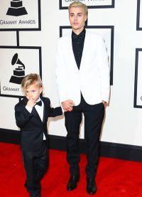 Джастин Бибер с младшим братом