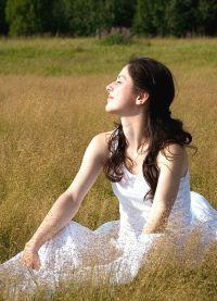 фотосессия в поле в платье 4