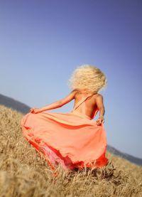 фотосессия в поле в платье 6