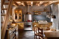 Дизайн кухни в деревянном доме 6