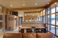 Кухня гостиная в деревянном доме 2