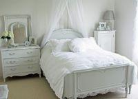 Интерьер спальни в стиле прованс5