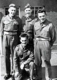 Энтони Хопкинс с товарищами по службе