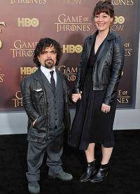 Питер Динклэйдж с женой на премьере сериала Игра Престолов