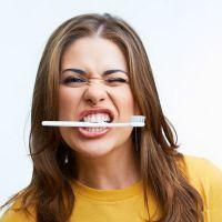 К чему снится чистить зубы?