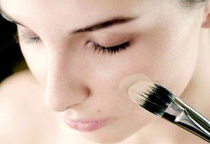 Как нанести тональный крем и использовать его для маскировки недостатков?