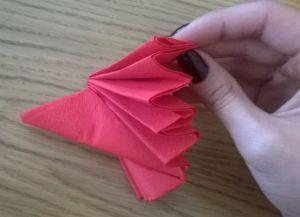 Как сложить бумажные салфетки для сервировки стола 4