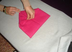 Как сложить салфетки для сервировки стола 10