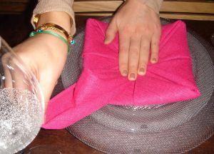 Как сложить салфетки для сервировки стола 13