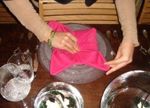 Как сложить салфетки для сервировки стола 14