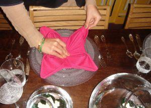 Как сложить салфетки для сервировки стола 15