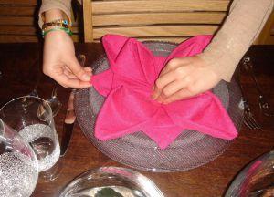 Как сложить салфетки для сервировки стола 16