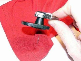 Как снять магнит с одежды9