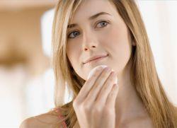 как да премахнете белези от акне по лицето