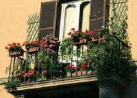 Как украсить балкон своими руками12