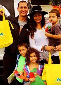 Matthew McConaughey și Camilla Alves cu copii