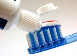 какой зубной пастой лучше чистить зубы