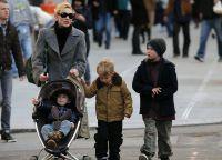 Кейт Бланшетт с сыновьями
