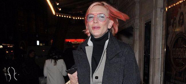 Кейт Бланшетт покрасила волосы в розовый цвет
