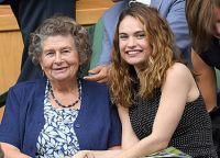 Лили Джеймс с мамой