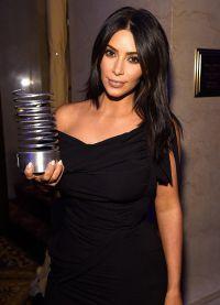 Pe lângă Kim statuetă în acest an, și soțul ei a primit