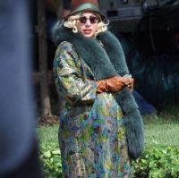 Lady Gaga в пальто