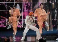 Леди Гага выступила на Грэмми 2016 в память Дэвида Боуи